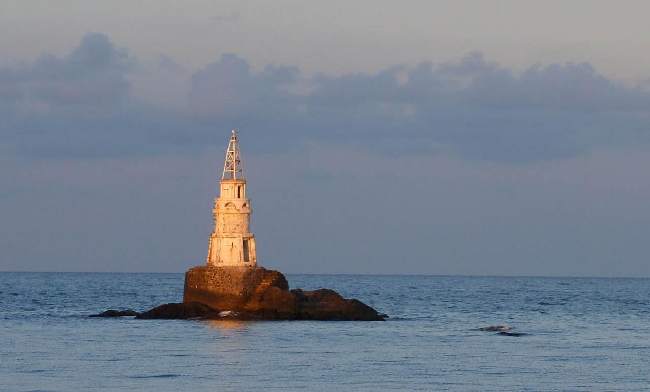 Ahtopol jelképe, a kis világítótorony