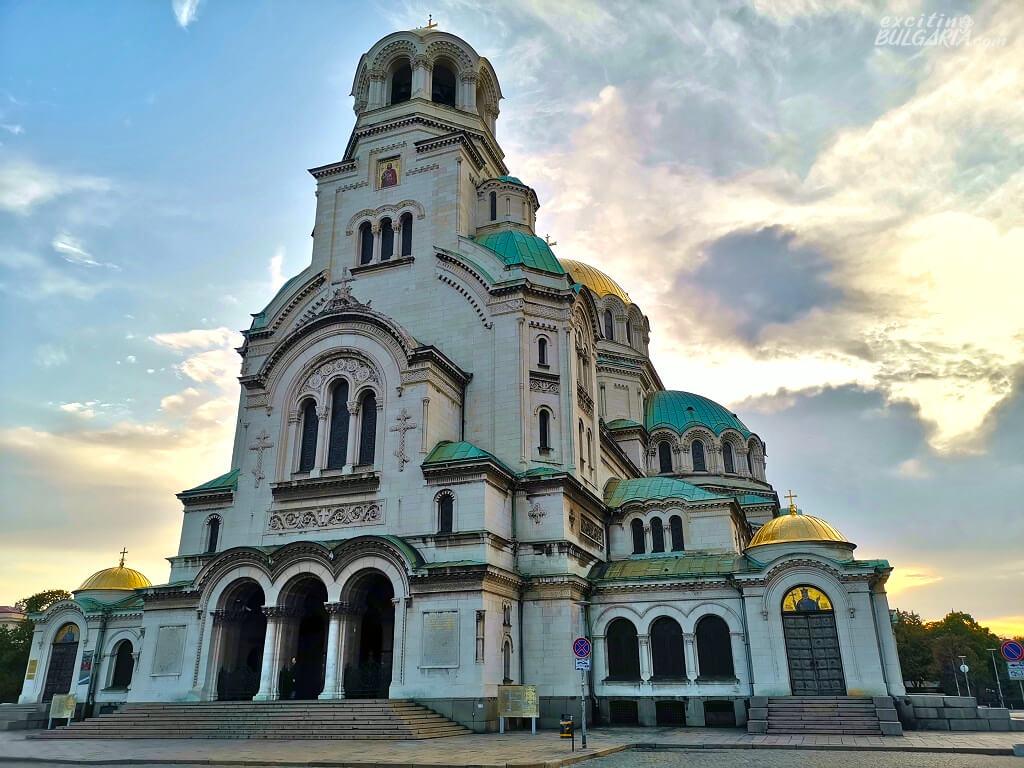 Az Alexander Nevszki-székesegyház szemből