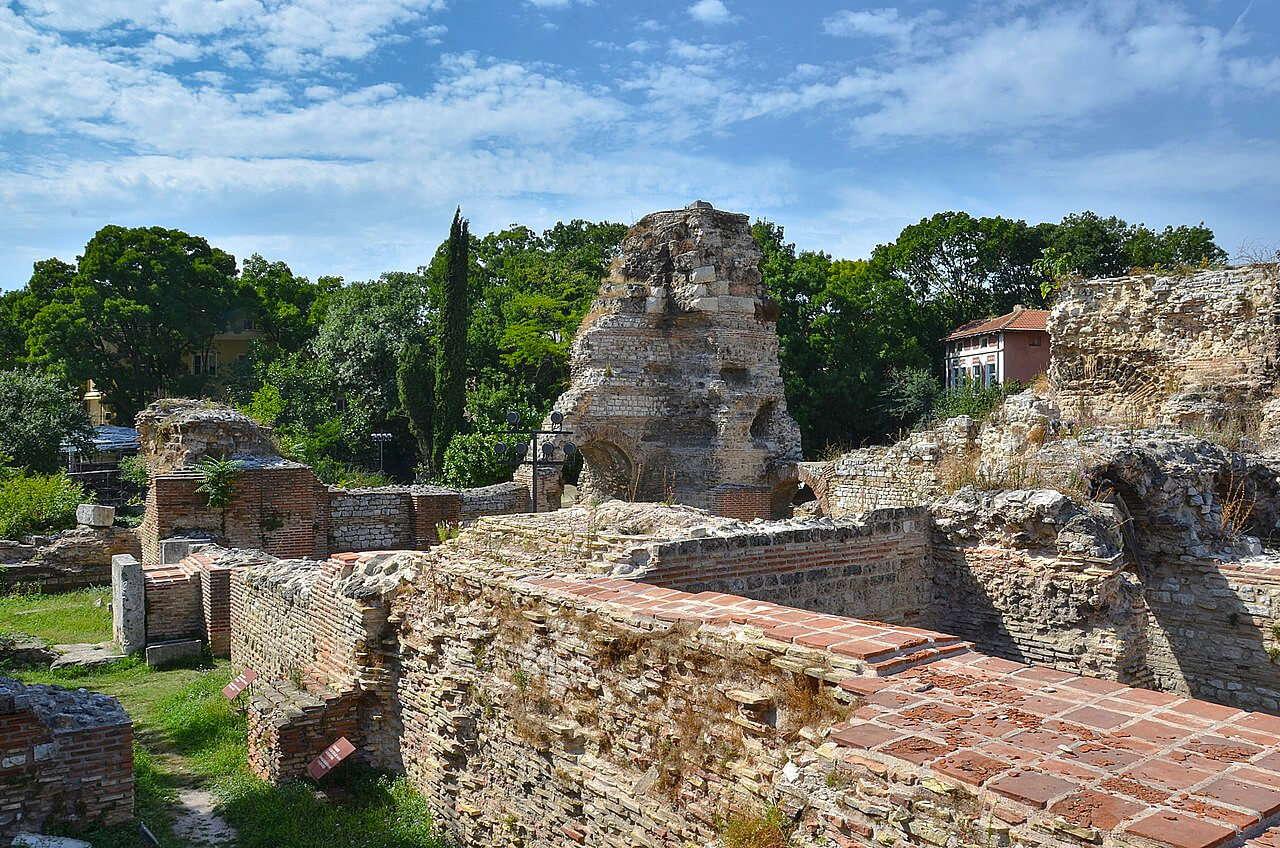 A várnai római fürdő romjai